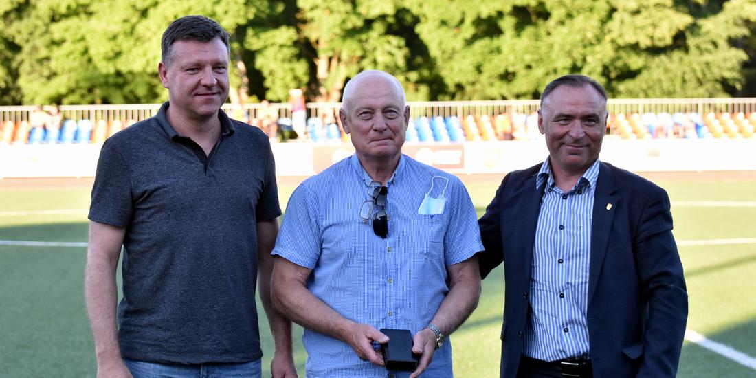 Už nuopelnus futbolui apdovanotas Antanas Blinstrubas